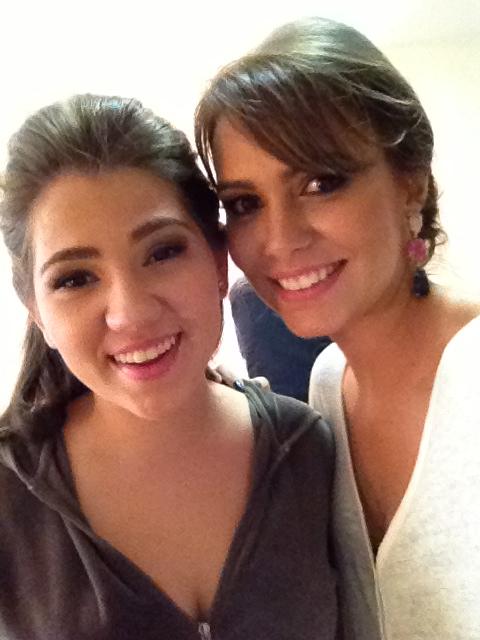 Eu e minha prima Flavinha com maquiagem e cabelo prontos!!